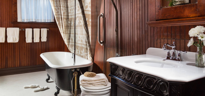 McLennan Room bathroom at our Gulf Shores B&B