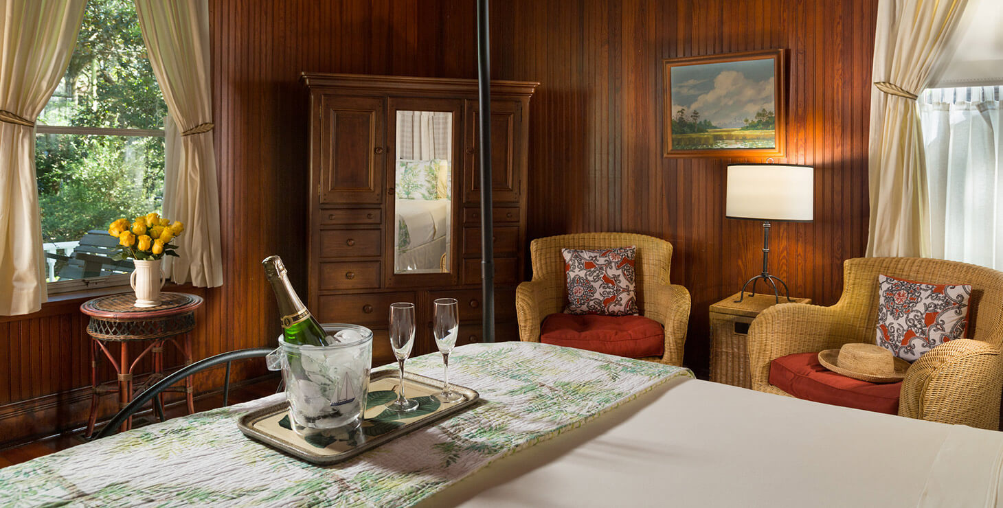 The perfect romantic getaways in Alabama begin in our McLennan Room with champagne and roses